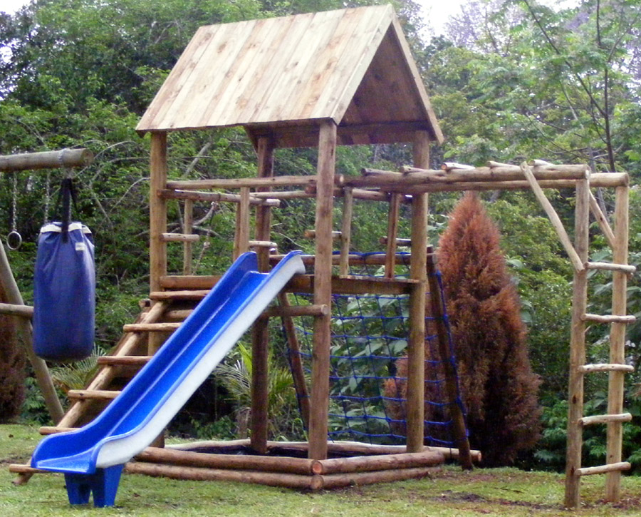 Amazing wooden jungle gym plans 4 jungle gyms for kids for Wooden jungle gym plans