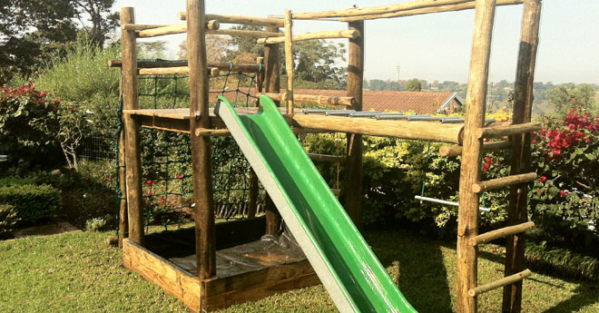 Slides playground world for Diy jungle gym ideas